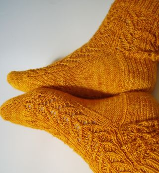 Socks and yarn 037