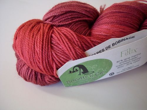 Yarn and gifts 004